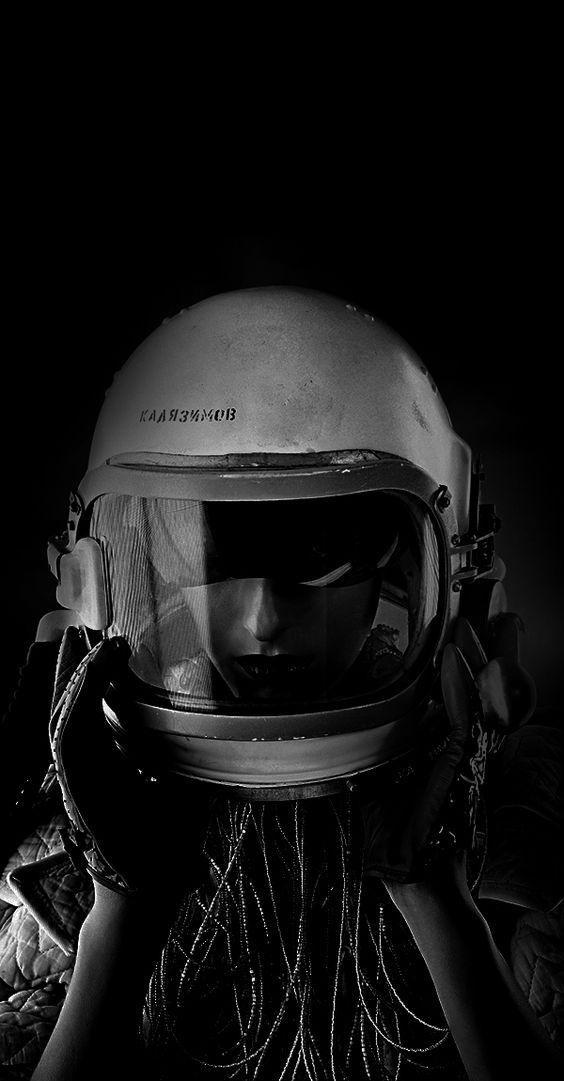 girl in astronaut helmet - photo #8