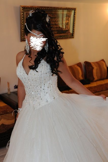 Robe de mariée ornée de perle et strass