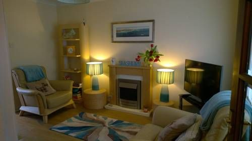 Beach House Walk Crail Beach House Walk Self Catering is a semi-detached holiday home located in Crail and featuring an enclosed private garden and offering free bike hire. It provides free private parking. Free WiFi is available throughout the property.