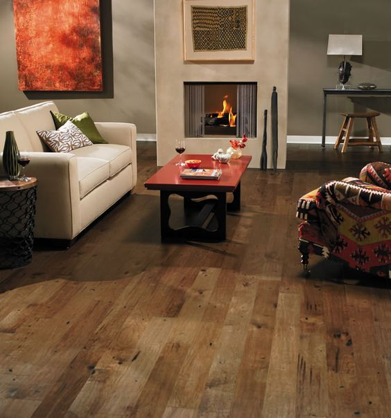 Hickory floor with distinctive grain and character marks for Columbia flooring