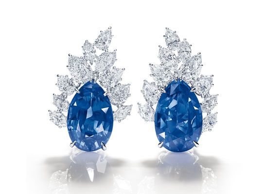 Diamants éternels: Harry Winston http://www.vogue.fr/joaillerie/shopping/diaporama/diamants-eternels-festival-de-cannes-2013-boucles-d-oreilles/13194/image/753232#!diamants-eternels-harry-winston