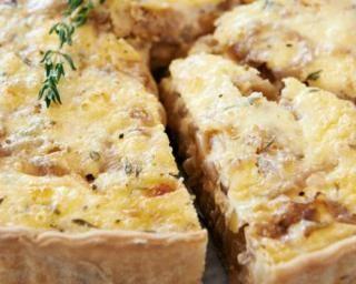 Tarte à l'oignon alsacienne : http://www.fourchette-et-bikini.fr/recettes/recettes-minceur/tarte-loignon-alsacienne.html