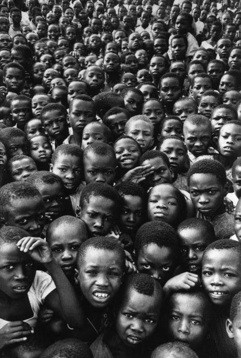 A. Abbas - NIGERIA (ex-Biafra). One Year after the War. Schoolchildren gather in their courtyard. 1971.
