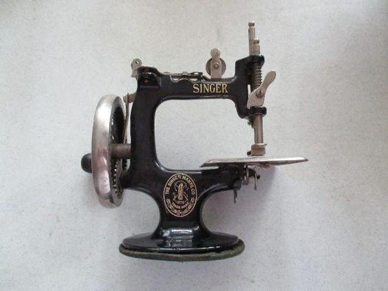 Vintage Singer Mini Sewing Machine