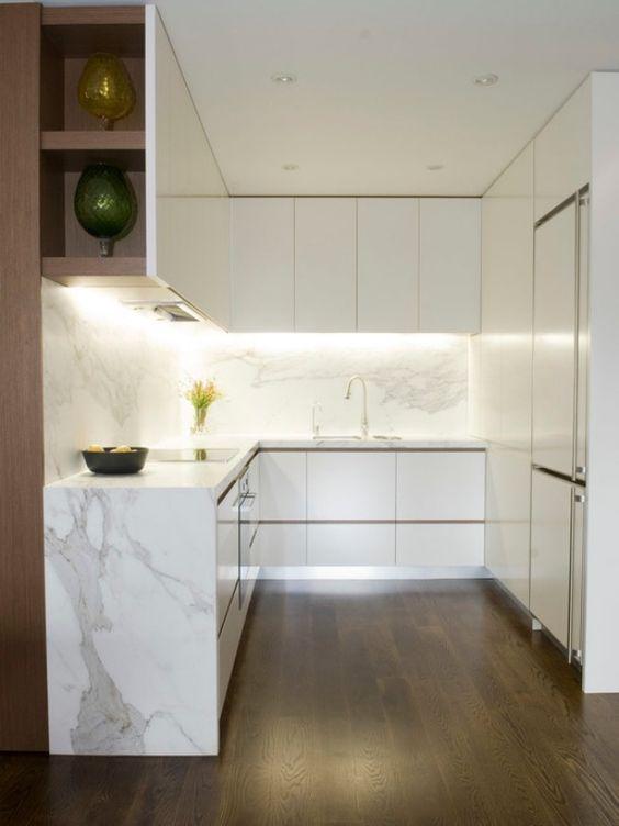 kompakte kleinküche-weiß marmor-arbeitsplatte beleuchtung