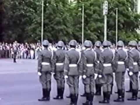 DER GROSSER WACHAUFZUG BERLIN 1990