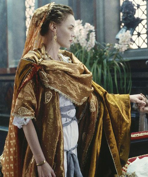 Lucilla (Connie Nielsen) 'Gladiator' 2000. Costume design by Janty Yates.  The costumes are both lush *and* authentic to the period -- an exceptionally difficult balance to achieve.