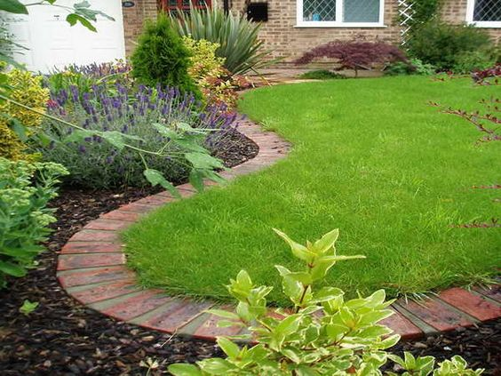Landscaping edging stones with lavender flower plants for Landscaping flower beds with stones