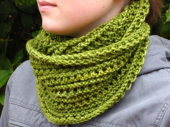 Knitted Infinity Scarf Pattern Pinterest : Knit infinity scarves, Free pattern and Wool on Pinterest