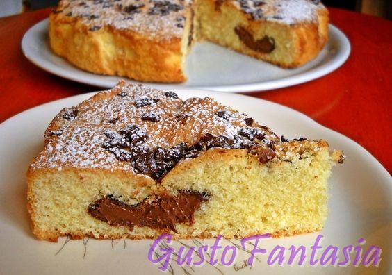 Torta alla nutella Questa torta è morbidissima e profumatissima, la nutella la rende irresistibile , ho aggiunto scaglie di cioccolato fondente per renderla