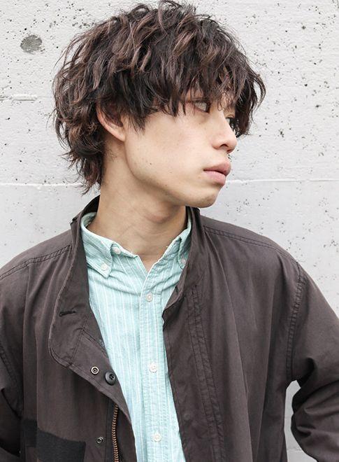 セミウェットニュアンスゆるウェーブウルフ 髪型メンズ 男性髪型
