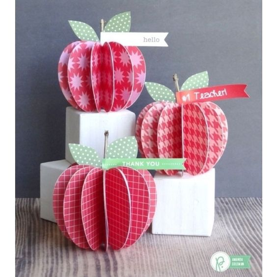 An apple for the teacher on the first day is always a perfect gift. Especially when it's one that she can keep on her desk all year long! These #backtoschool paper apples by @popperandmimi are just darling! Check them out on the blog. @Pebblesinc