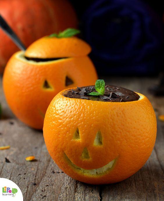 Schokolade-Mousse in Orangen