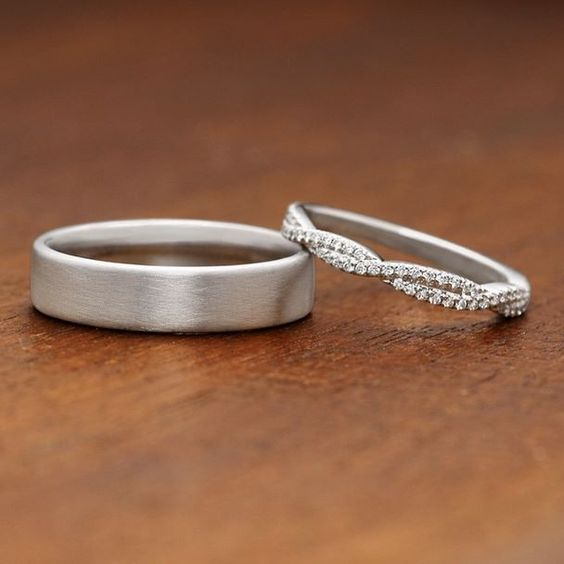 These gorgeous wedding rings have an elegant and timeless feel.: