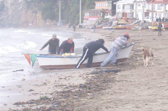 Referente  Trabajadores en su labor de Pescadores de embarcaciones menores (Botes) Concepto : Sacrificio Los trabajadores del rubro de la pesca deben salir a bordo para traer el sustento al hogar