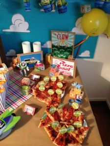 the CLAW at pizza planet with free printables toopers from http:/www.thesplashroom.wordpress.com