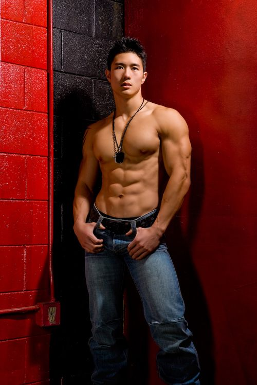 Peter Le....WOW,!!!......... WHAT A HOT GORGEOUS BEAUTIFUL HUNK OF A MAN................WHAT A STUD.....WOOF!!!!