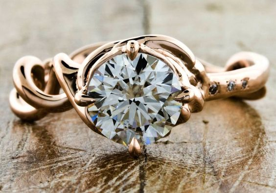 Again, I would like a smaller diamond, but I love the vine look