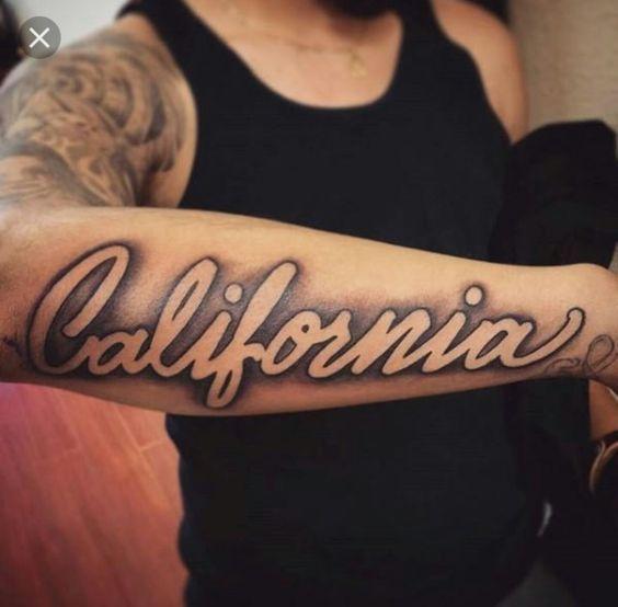 100 Geniales Disenos De Tatuajes De Antebrazo Para Hombres En 2020 Tatuajes De Nombres Tatuajes Con Sombras Tatuaje De Jeroglificos
