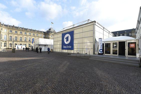 Temporäres TV Studio für die ARD mitten in Stuttgart auf dem Schlossplatz.