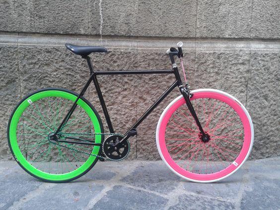 #fixed #bici #scattofisso #singlespeed #crealatuabici #design #fixedgear #troianocicli #ftroiano #vintage #biciepoca #bicicletta #ciclismo #brooks #velo #brn #london #milanofixed #kitfixed #ruotefixed #profiloalto #soloacciaio #senzafreni #forcelladritta #nastromanubrio #uno #moda #bicivetrina #fluo #ruotefluo #restaurobici #biciretrò #manubriocorsa #saccon #raggifluo