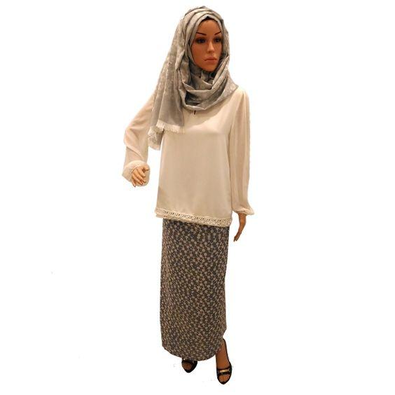 Sarong batik kelabu hanya di Wahdini Wardrobe: http://www.wahdini.net/collections/sarong-batik/products/sarong-batik-rue-pale-grey #sarong #sarung #batik #handstamped #cotton #comfort wear #asian #heritage #abstract #skirt