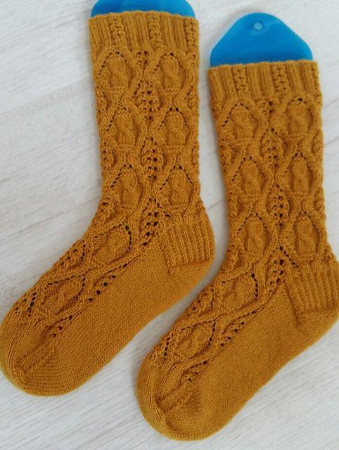 Ravelry Harvest Moon Socks Pattern By Raquel Gaskell Socks Diy