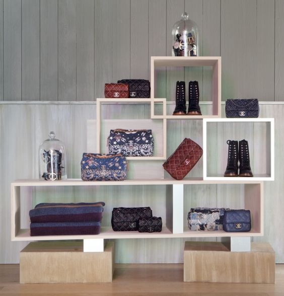 CHANEL: pop-up store in Aspen, Colorado,USA, pinned by Ton van der Veer