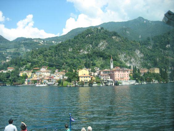 Joyeux samedi et Lake Como, Italy