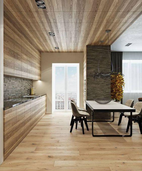 Decke, Boden und Küche aus Holz und Verblendsteine als Akzente - moderne holzdecken wohnzimmer