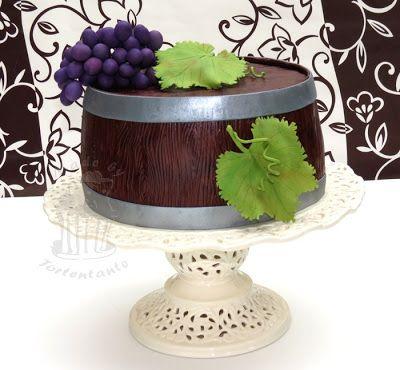http://tortentante.blogspot.de/2012/10/Weinfass-Torte-mit-Weintrauben.html