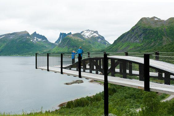 Bergsbotn viewing platform high above the Bergsfjord. Photo: Roger Ellingsen