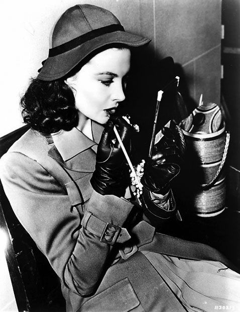 Vivien Leigh. Modest is hottest (at least in this picture!). #styleicon #modcloth p.s. Can we bring back driving gloves, please?