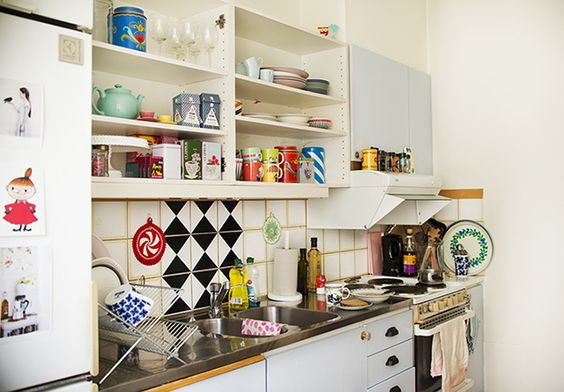 love this vintage feel colorful kitchen!