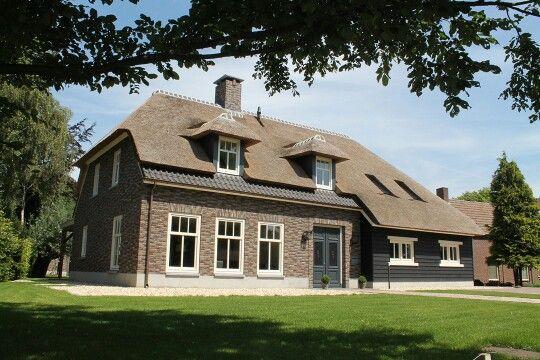 Landelijk huis landelijke boerderij woning rieten dak for Landelijk huis