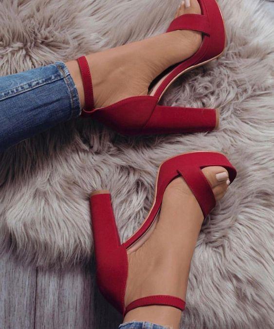 a2b970c29dfa0b579e8c09a701c3f4c7 Tacchi: stile di vita, potere e dipendenza delle scarpe alte.
