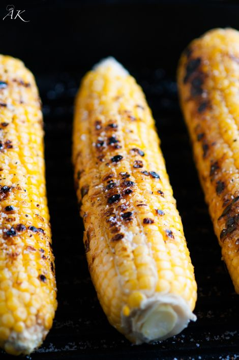 Grilled Corn on the Cob with olive oil, salt and pepper - fresh and delicious!