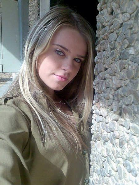 Beautiful Israeli Jewish Women | The Israeli Army Reporting for duty.