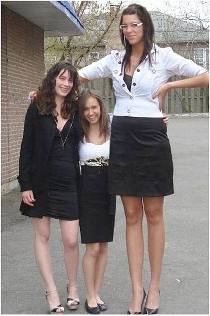 dating very tall woman It's easy to feel insecure about your height when you date taller women what do you think about dating taller women i thought as a very tall woman just.
