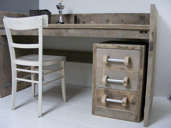 Bureau tafel oud steigerhout met opstaande rand 22131431 tienerkamer pinterest bureaus - Bureau van de uitbreiding ...