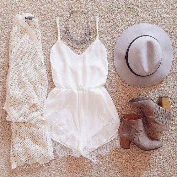 How to Chic: WHITE LACE ROMPER - OUTFIT SET