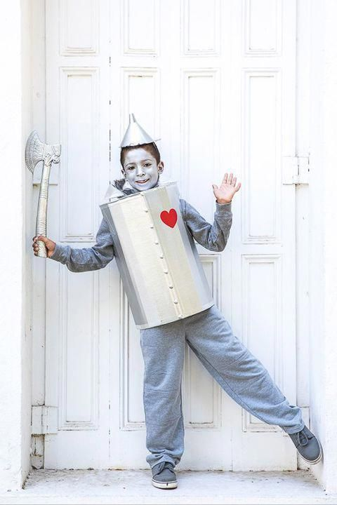 This Diy Tin Man Costume Is Sure To Win Every Costume Contest Halloween Costumes Diy Inspir Diy Tin Man Costume Tin Man Halloween Costume Tin Man Costumes