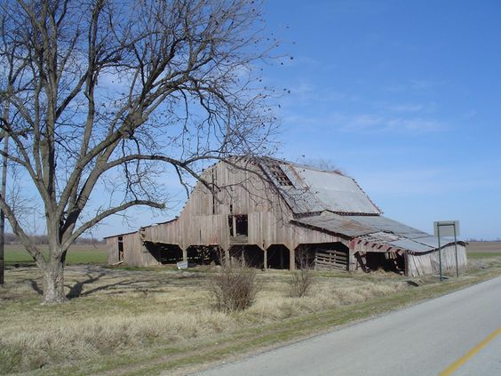 abandoned barn in Riverdale, AR