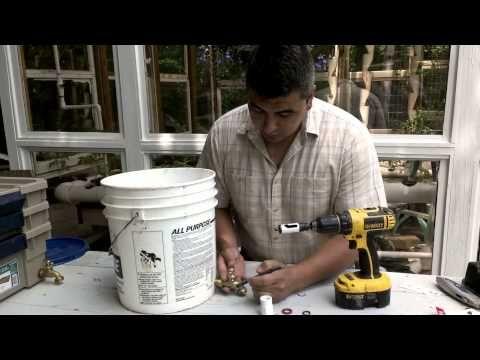 Como hacer una granja de lombrices con cubos de pinturas for Como hacer una granja de peces