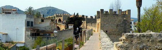 alcudia mallorca | ... - historische Stadtmauer um die Altstadt von Alcudia auf…