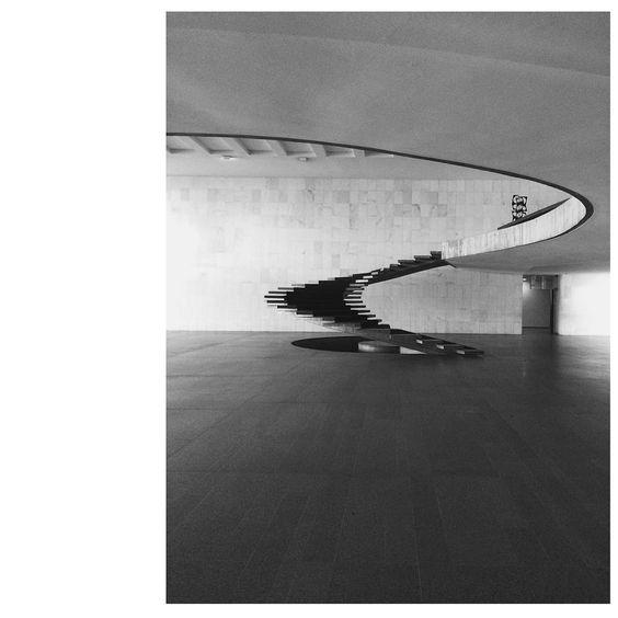 """#oscarniemeyer #staircaselove @anaritamfolgado #Brasilia"""