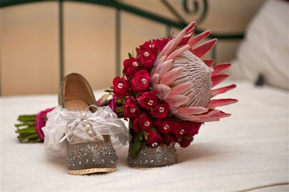 King protea with cerise pink roses Flowers by Vergeet - My - Nie www.vergeetmynieflorist.co.za