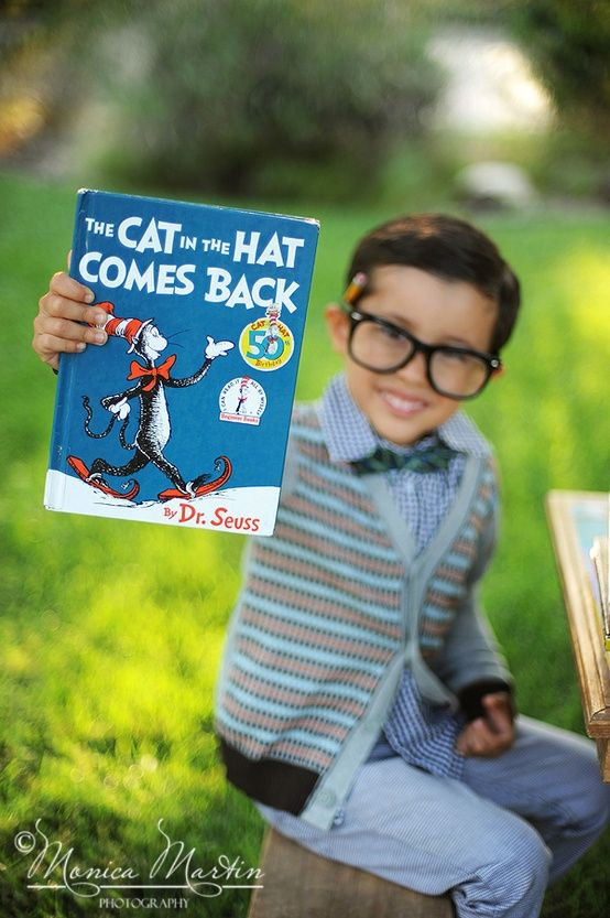 Have kids pose with their favorite book #back2school #seuss