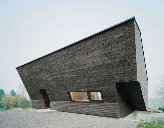 Casa na montanha na região rural da Alemanha. Projeto: Studio Yonder. #camilakleinarquiteta #fachada #casadecampo #arquitetura #germany