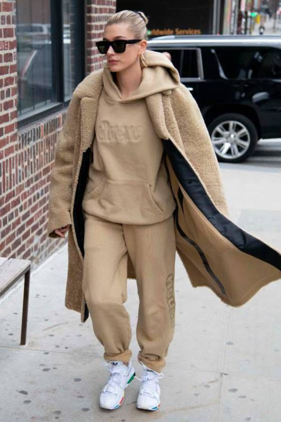 shoes,camel,camel coat,faux fur coat,hailey baldwin,celebrity,streetstyle,swetshirt,sweatpants